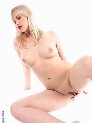 Mandy Tee Easy Living virtual girlfriend desktop free download virtual stripper hd vr babes